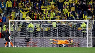 Dreszczowiec w rzutach karnych, pomylił się bramkarz. Manchester United przegrał finał w Gdańsku