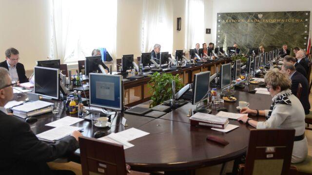 Premier pytał o powoływanie sędziów w PRL  i przez KRS.