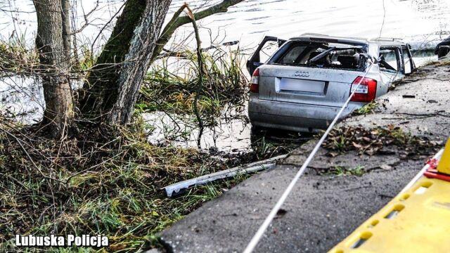 Jechali do pracy, samochód wpadł do stawu. Zginęło pięć młodych osób