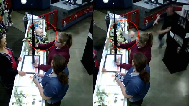 Opiekunki oglądają strzelbę, dziecko spada z lady sklepowej.