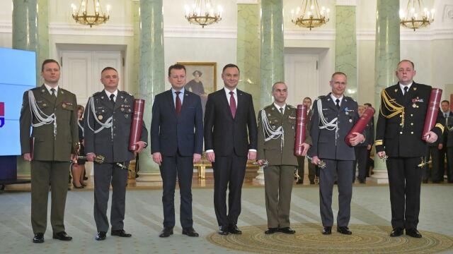 Czterech generałów i kontradmirał. Prezydent wręczył nominacje