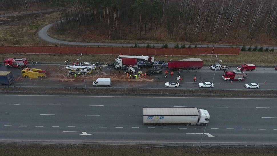 Na A1 zderzyły się ciężarówki. Od jednej odpadła kabina