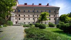 Dziedziniec więzienia św. Michała, na terenie którego rozstrzelano Thama i Motakównę