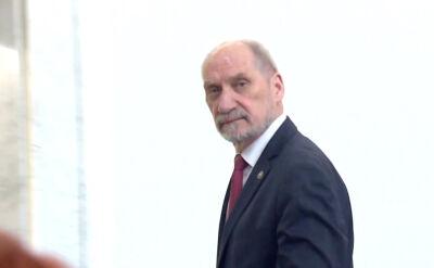 """""""Polska i Świat"""". Przez zakorkowane miasto na sygnale. Droga Macierewicza do Sejmu"""