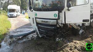Czołowe zderzenie samochodu ciężarowego z osobowym. Nie żyje mężczyzna