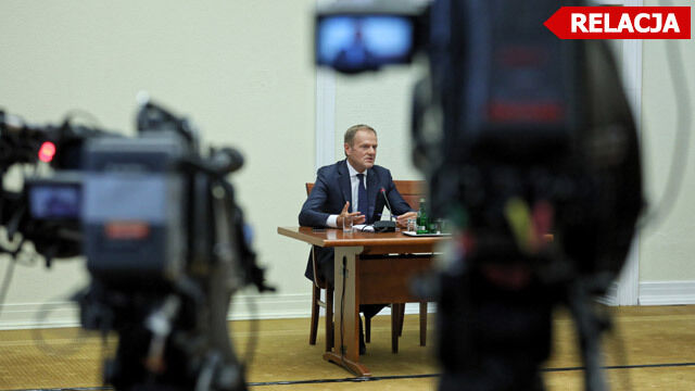 """Tusk przed komisją śledczą. """"Jestem tutaj dlatego, że szanuję instytucję państwa polskiego"""""""