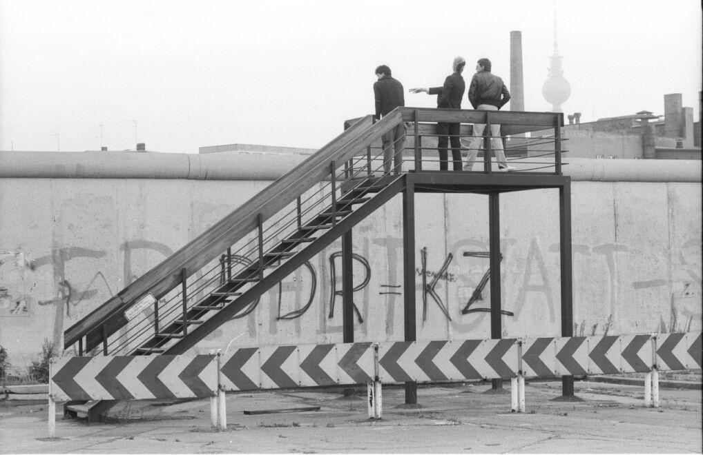 Platforma widokowa przed ścianą graniczną przy Luckauer Straße