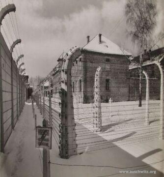 Tereny wyzwolonego przez Armię Czerwoną obozu KL Auschwitz I w Oświęcimiu