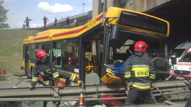 Zarzuty dla kierowcy autobusu, który zsunął się ze skarpy