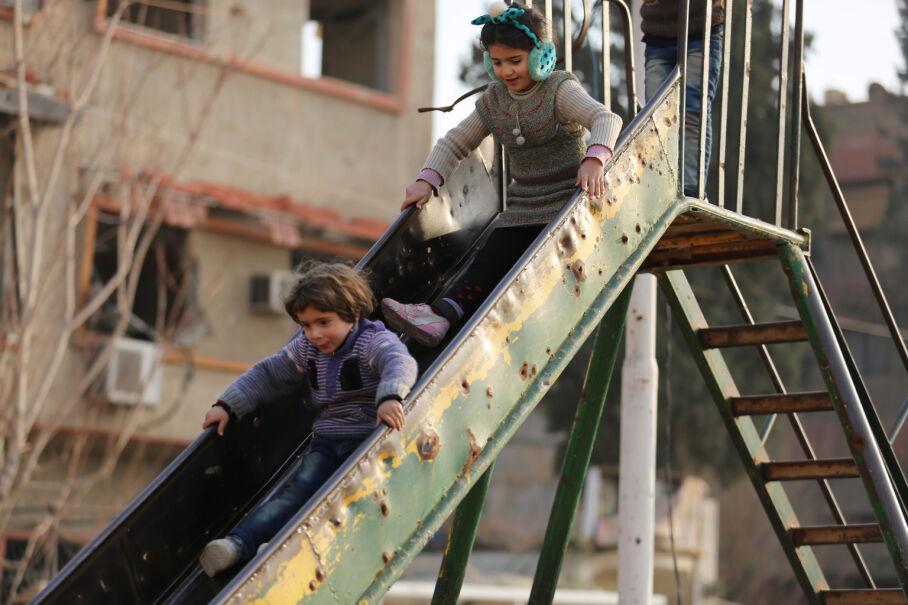 5 stycznia 2017, Syria. Razan i Majed na placu zabaw w Damaszku