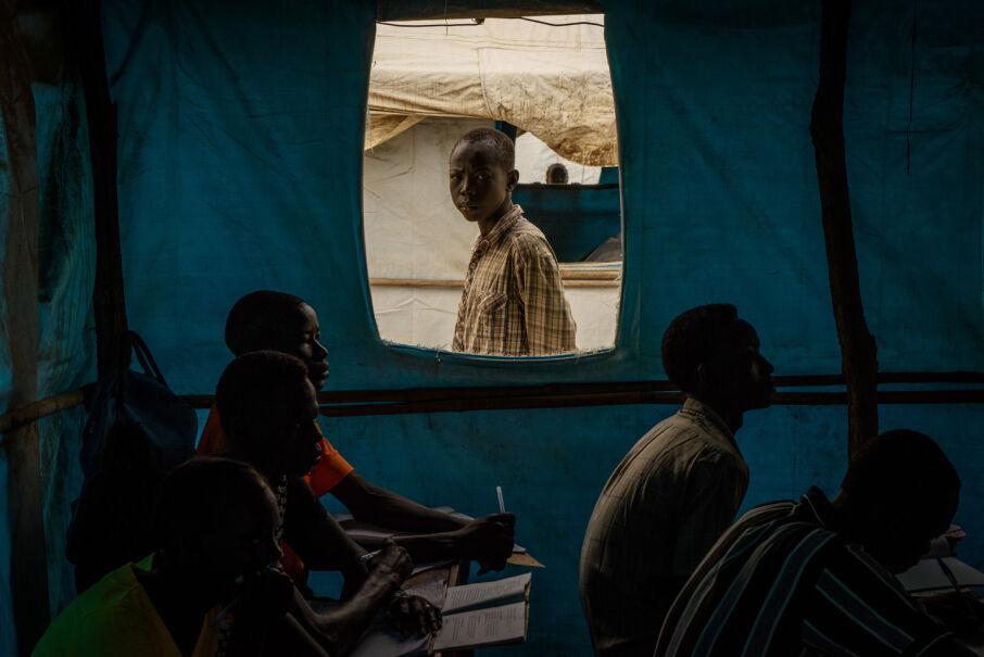 22 marca 2017, Sudan Południowy. Tymczasowa szkoła w namiocie w miejscowości Bor