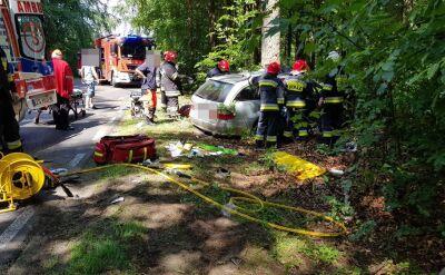 Zderzenie trzech aut w pobliżu Kołobrzegu. Ośmiu rannych i ofiara śmiertelna