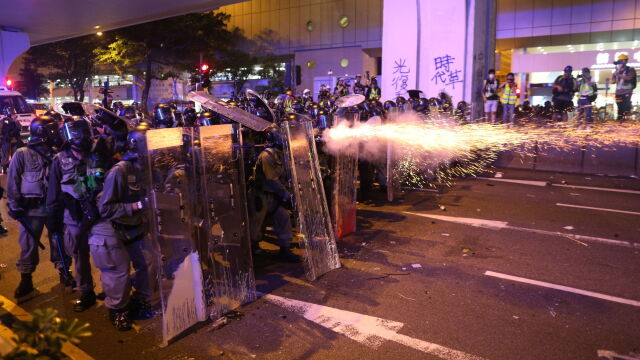 Starcia z policją, ataki w metrze.