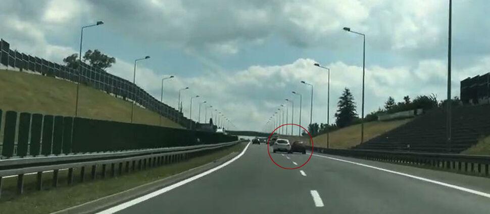 """""""Spychał z drogi ekspresowej auta, które go wyprzedziły"""". Kierowca z nagrania poszukiwany"""