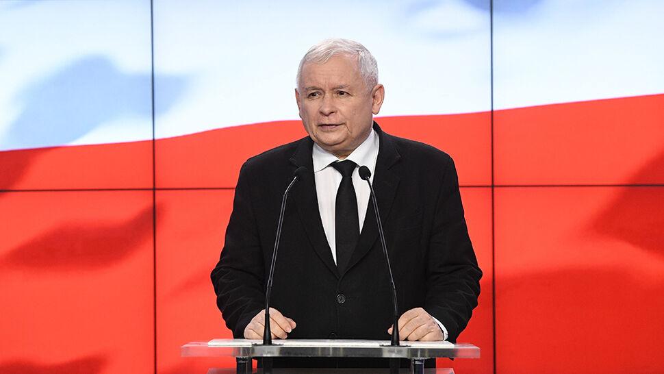 """Prezes PiS: ministrowie przekażą nagrody na Caritas. """"Będzie dużo skromniej"""""""