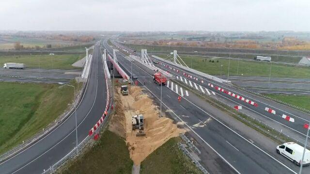 Nowy, ważny i popękany. Drogowcy zamknęli wiadukt na autostradowym węźle na A1