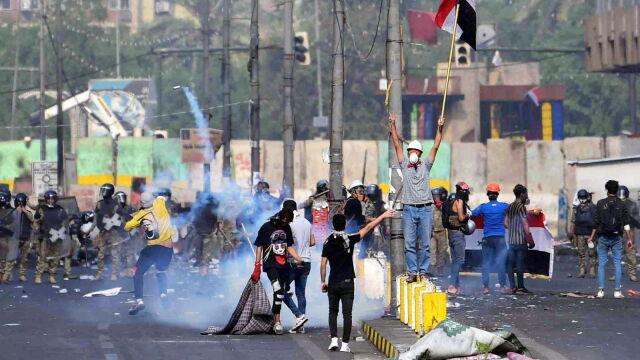 Gaz łzawiący i ostra amunicja kontra demonstranci. Nie żyją trzy osoby