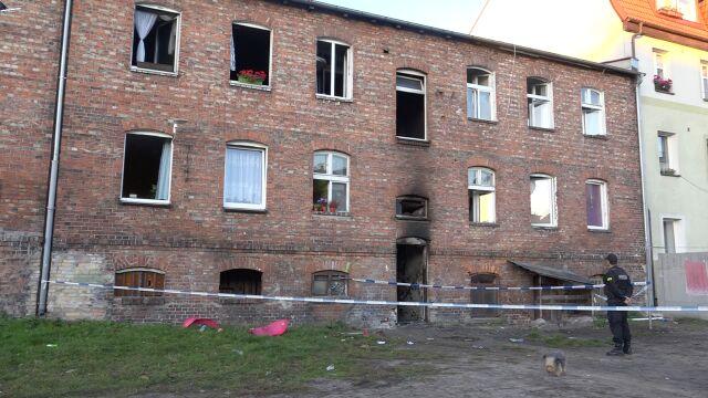 Kilkanaście osób trafiło do szpitala po pożarze. Ciężko poszkodowane są dzieci