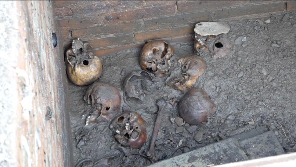 Osiem czaszek w grobie pastora  i mroczna rodzinna tajemnica