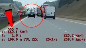 Pędził niemal 225 km/h. Dopadł go policyjny