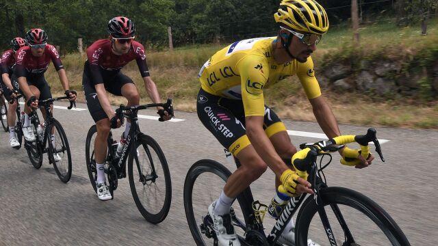 """Szef grupy Ineos z uznaniem o liderze Tour de France. """"Zmusił poszczególne ekipy do zmiany taktyki"""""""