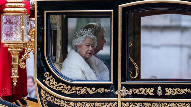 Sztuczne futra zamiast naturalnych. Królowa Elżbieta wprowadza zmiany w garderobie
