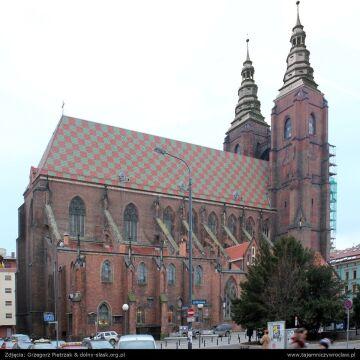Katedra św. Marii Magdaleny (z przedwojennymi hełmami)