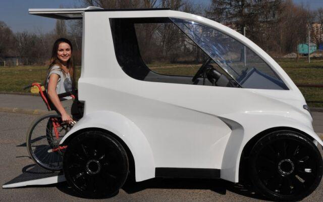 """Ultralekki pojazd dla niepełnosprawnych.  Studenci z Krakowa zaprojektowali """"Buzza"""""""
