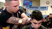 Mężczyzna mimo braku przedramion został fryzjerem