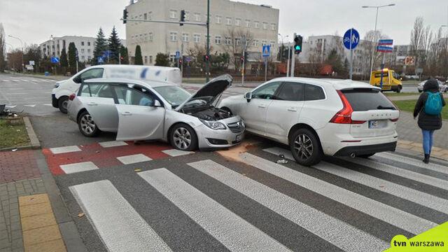 Cztery auta zderzyły się na skrzyżowaniu