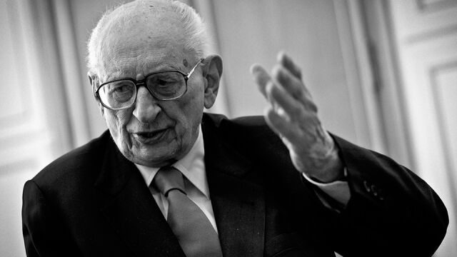 Historyk, więzień Auschwitz, żołnierz AK. Władysław Bartoszewski obchodziłby 96. urodziny