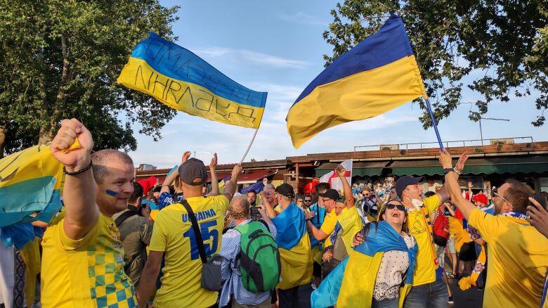 Kibice docenili Ukraińców. Piękne powitanie na lotnisku