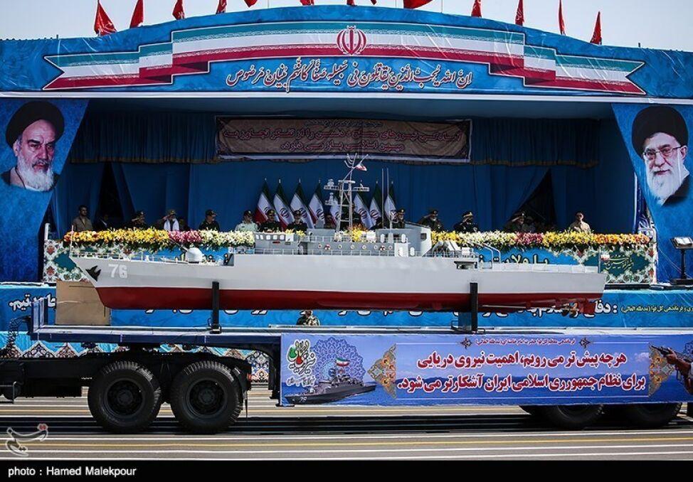 """Model irańskiego """"niszczyciela"""" typu Moudge, który w praktyce jest co najwyżej słabo uzbrojonąfregatą opartą o technologie brytyjskie"""