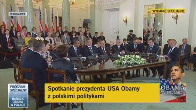 Bronisław Komorowski przemawia na spotkaniu z politykami