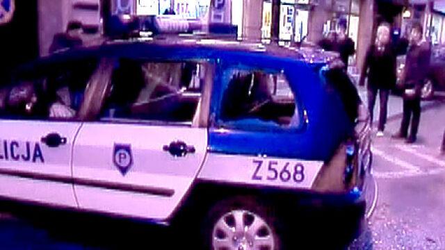Spalone samochody, ranni. Warszawa liczy straty