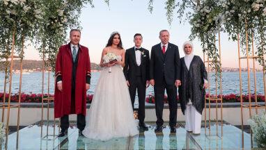 Prezydent Erdogan świadkiem na ślubie Oezila
