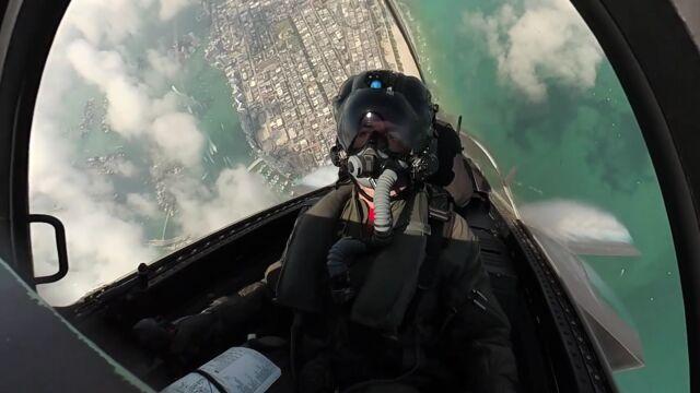 Beczki, pętle, świece i przeciążenie. Nagranie z kokpitu F-35
