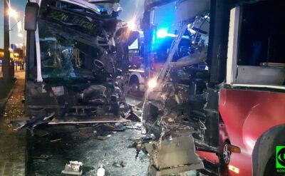 Czołowe zderzenie autobusów w centrum Bydgoszczy. Dwanaście osób rannych