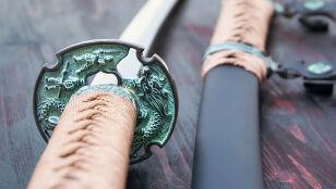 Sąsiedzki konflikt, cios samurajskim mieczem  i groźba dożywocia