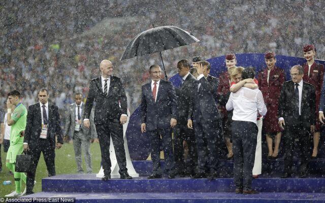 Troje prezydentów, parasolka tylko jedna
