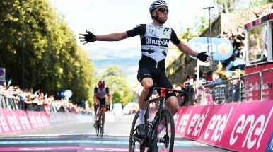 Sukces ucieczki na białych drogach. Szwajcar najszybszy na 11. etapie Giro