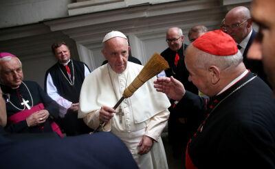 """""""Papież poprosił biskupów, żeby zadawali mu pytania"""". Zgłosiło się czterech"""