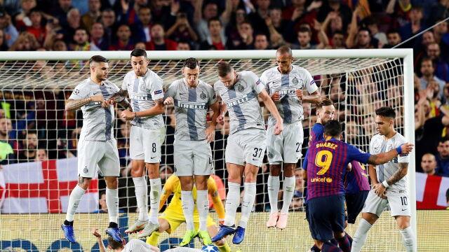 """Desperacki wślizg za murem. """"Geniusz"""" przechytrzył Barcelonę"""