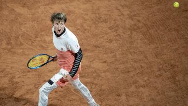 Tenisowe czary w Paryżu. Najlepsze zagrania drugiego dnia turnieju