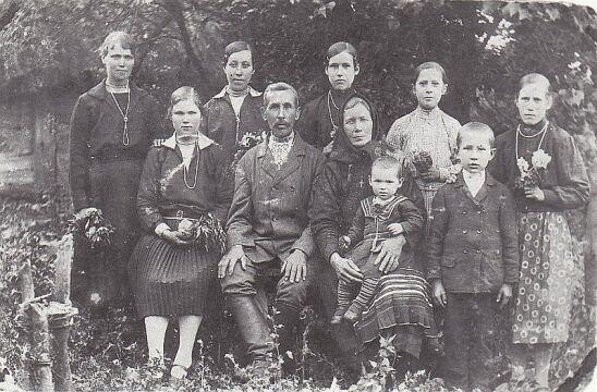 Rodzina Jasionczaków z Woli Ostrowieckiej