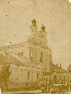 Kościół parafialny w Porycku, okres międzywojenny. 11 lipca 1943 r. oddział UPA wymordował zebranych na nabożeństwie mieszkańców Porycka, ocalało jedynie kilkanaście osób. Zbiory Piotra Filipowicza