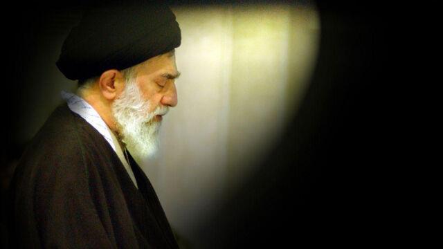 """Ajatollah Chamenei oskarża Amerykanów  o """"spisek"""" na Bliskim Wschodzie"""