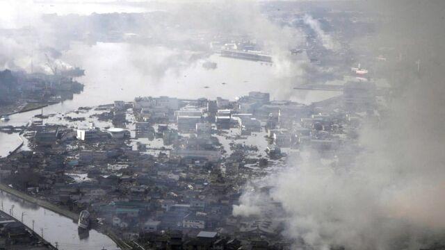 Straty po piątkowym trzęsieniu ziemi w Japonii są ogromne (APTN)