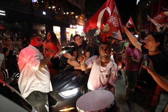 """Tłumy na ulicach Stambułu, kandydat opozycji dziękuje. """"Zbudujemy przyszłość"""""""