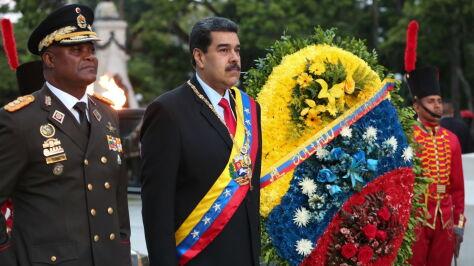 """""""Powstrzymując łzy"""", generał zdradza tajemnice Maduro"""
